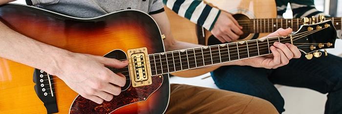 Guitares-acoutisque-meilleures-cordes