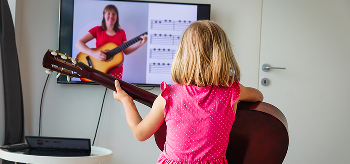 learn guitar to a child