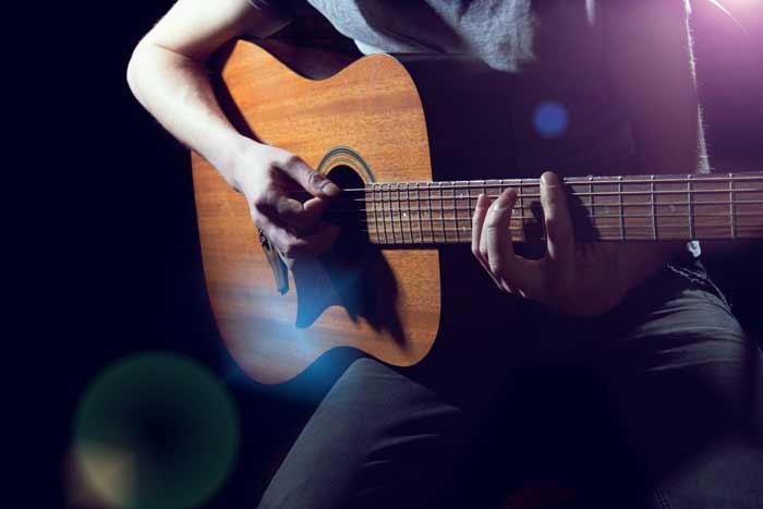 Main Droite - Position sur guitare acoustique